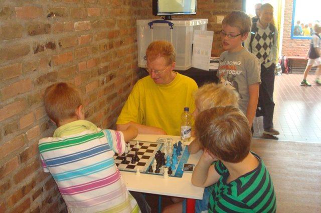 tussendoor nog even alternatief schaken met meester Henk
