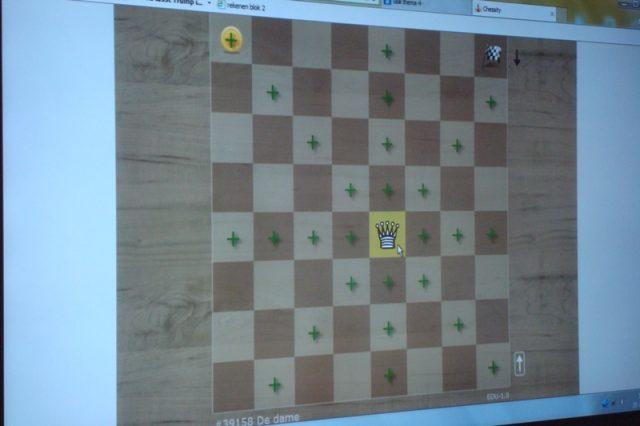 spelenderwijs het bord en de stukken verkennen